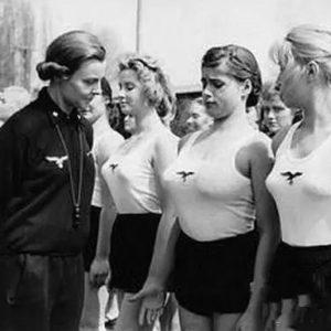 Школы подготовки жен для нацистов: вот чему там их учили