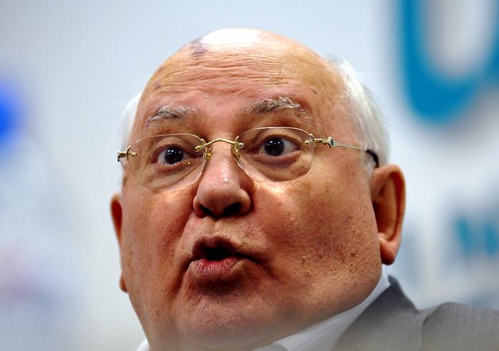 Почему Горбачев