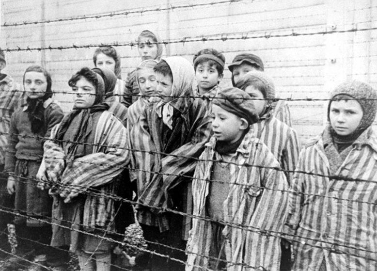 Йозеф Менгеле: Жуткие эксперименты нацистов над близнецами в Освенциме