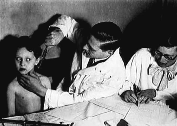 Жуткие пытки детей и эксперименты нацистов над близнецами в Освенциме