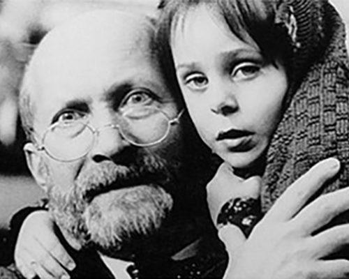 Януш Корчак. «Не все люди мерзавцы!» — сказал нациcтам человек, вошедший в газовyю камеру вместе с детьми…