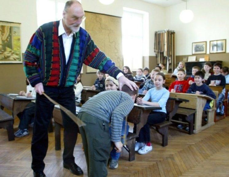 Русские учетель наказали учеников сексом за провинность