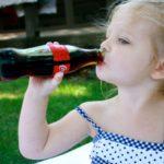 Вредна ли Кока-кола детям? Можно ли ребенку пить этот напиток? Ответ доктора вас удивит!