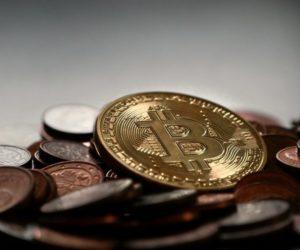 День, когда появился Bitcoin. 3 января 2009 года заработала сеть Bitcoin и в его блокчейне появился первый блок.