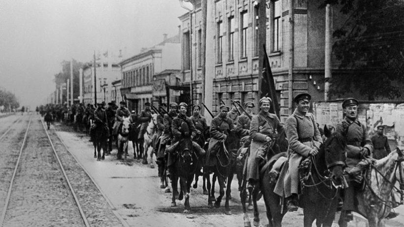 Создание Красной армии — 23 февраля 1918 года в России появилась новая военная сила — Рабоче-крестьянская Красная армия (РККА)