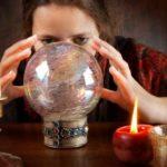 Экстрасенсы-шарлатаны: психологические трюки, которые они используют для обмана людей