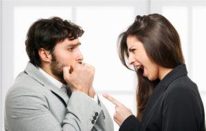 мужчина боится женщину