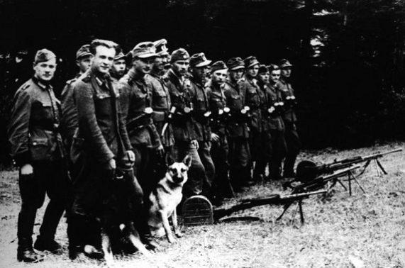 Бандеровцы после войны : кто их финансировал?