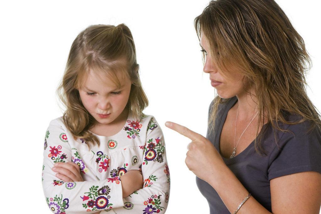 Ошибки в воспитании детей: как родители морально калечат своего ребенка