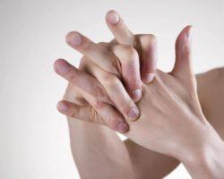 К чему чешутся пальцы на руках? Приметы. Почему это происходит?