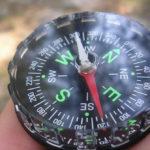 Как ориентироваться по компасу: используем правильно. Куда идти и что значат стрелки