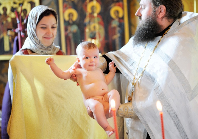 Кому нельзя становиться крестными родителями