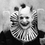 Клоуны — страшные фото прошлого. Жуткие старые снимки не для слабонервных
