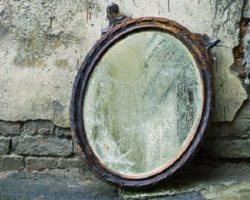 Выбросить зеркало из дома: можно ли это делать? Как правильно от него избавиться?