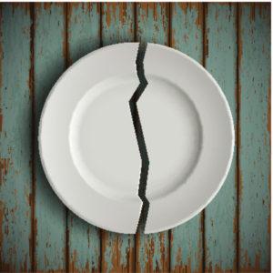Почему нельзя есть и пить из посуды с трещиной