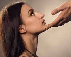 Признаки отчаявшейся женщины. Как не нужно себя вести