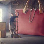 Почему счастливые женщины не носят большие сумки