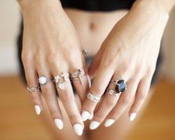 Приметы: На каких пальцах нельзя носить кольца? И почему