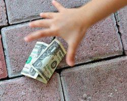 Приметы. Найти деньги: можно ли поднимать их и к чему это?