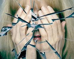 Приметы с разбитым зеркалом: что с ним делать и какие несчастья ожидать?