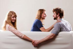 Ваш парень общается со своей бывшей девушкой - что делать и как быть?