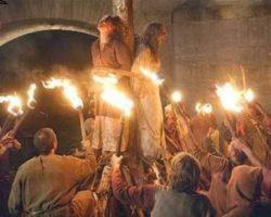 За что в Средневековье могли сжечь современную женщину: Подруги, котенок, знание иностранных языков