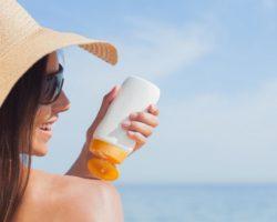 При использовании солнцезащитного крема: ошибки. Что можно и нельзя. Советы загорающим