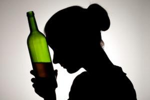 Почему алкоголь для женщин