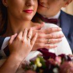 Зачем женщине брать фамилию мужа? А нужно ли ей это?