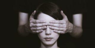 Почему люди не любят смотреть в глаза