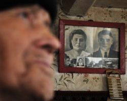 Почему фотографии умерших родственников нельзя вешать на стену